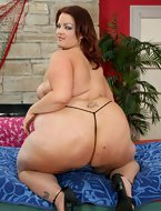 Tight booty is a great collection of hot real non-professional and professional images of nasty constricted babes with huge bums and phat non-professional babes with round butts. Slutty non-professional fatties showing their huge bums and nasty phat babes with huge round bums posing in nature's garb on camera