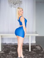 The thickest and juciest ass ever is here in the form of gorgeous Anikka who loved to suck and fuck