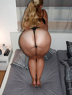 Photos of women and beauties with glamorous and soaked large asses. Those tight ass so horny they wanna clap, to knead, to cling to the big ass by face.
