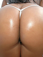 Hot ass ebony babe shows us her killer booty